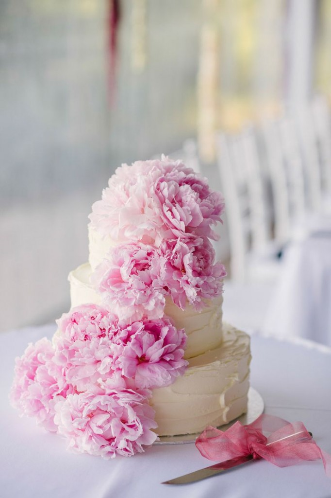 Cake with cascading pink flowers