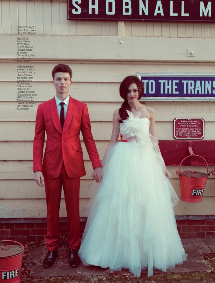 2015 wedding trends - red groom suit