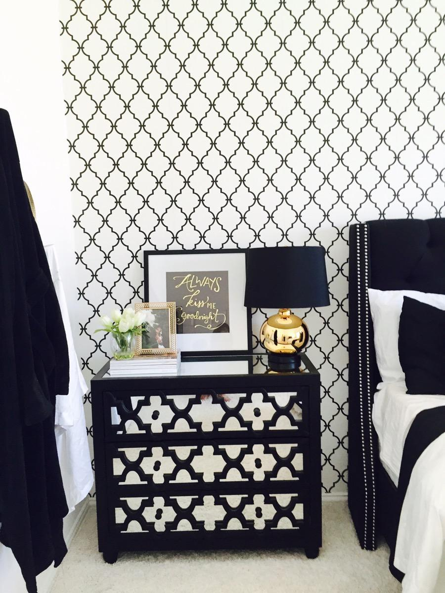 Black and White Bedroom Decor 6