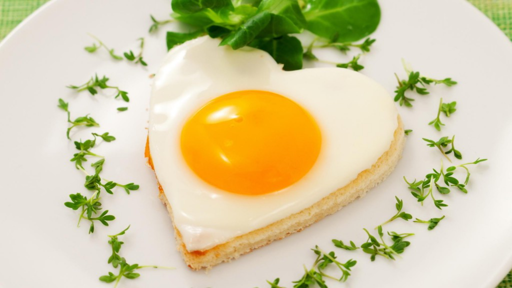 heart-shaped-egg-pastry-breakfast_1920x1080