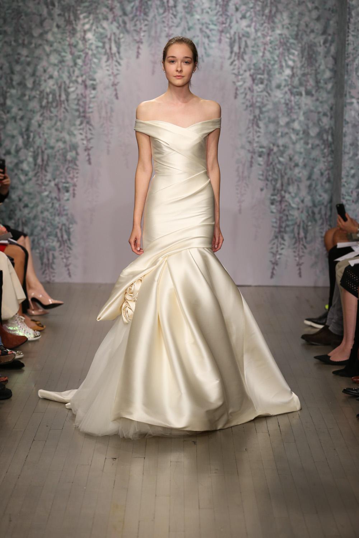 Monique Lhuillier Fall 2016 Bridal - Look 6