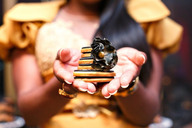 Black-and-Gold-Part-Inspiration-by-Elles-Couture-Events-20