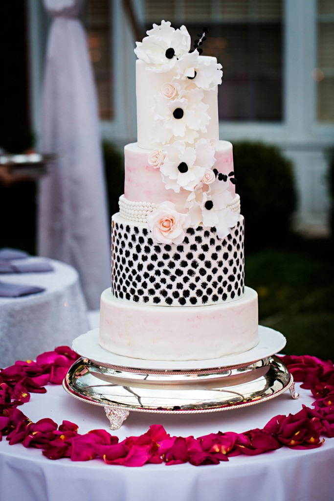 17 Pretty Perfect Wedding Cakes We Re Drooling Over Perfete