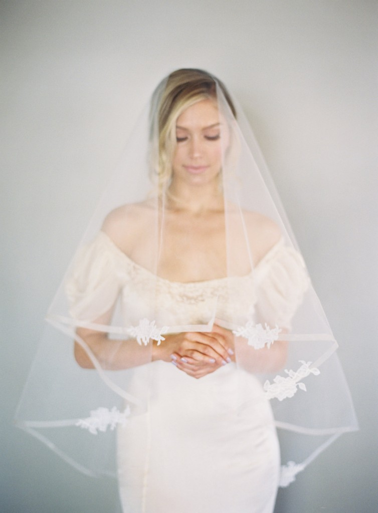 horsehair veil with lace