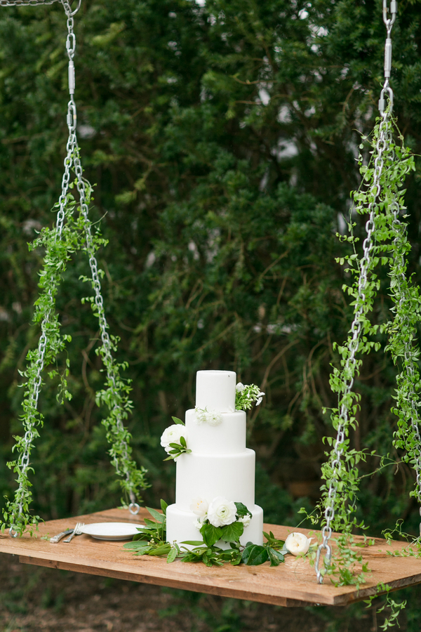 greenery cake swing table
