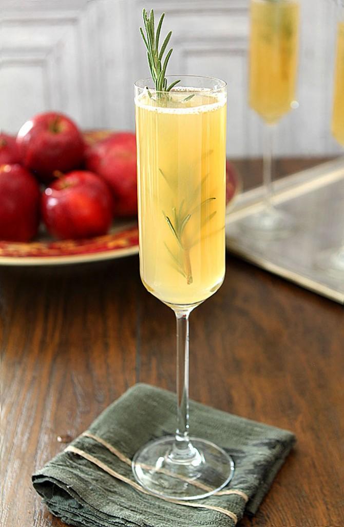 apple-cider-bellini-thanksgiving-cocktail