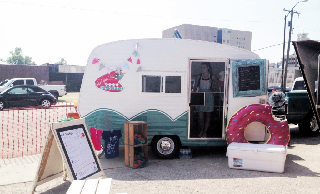 donut-food-truck_-doughnut-wedding-ideas