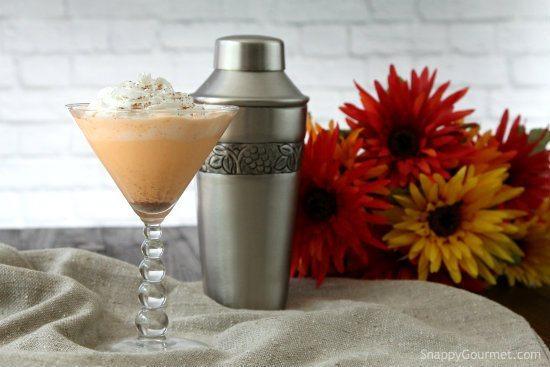 pumpkin-spice-cake-martini-thanksgiving-cocktail