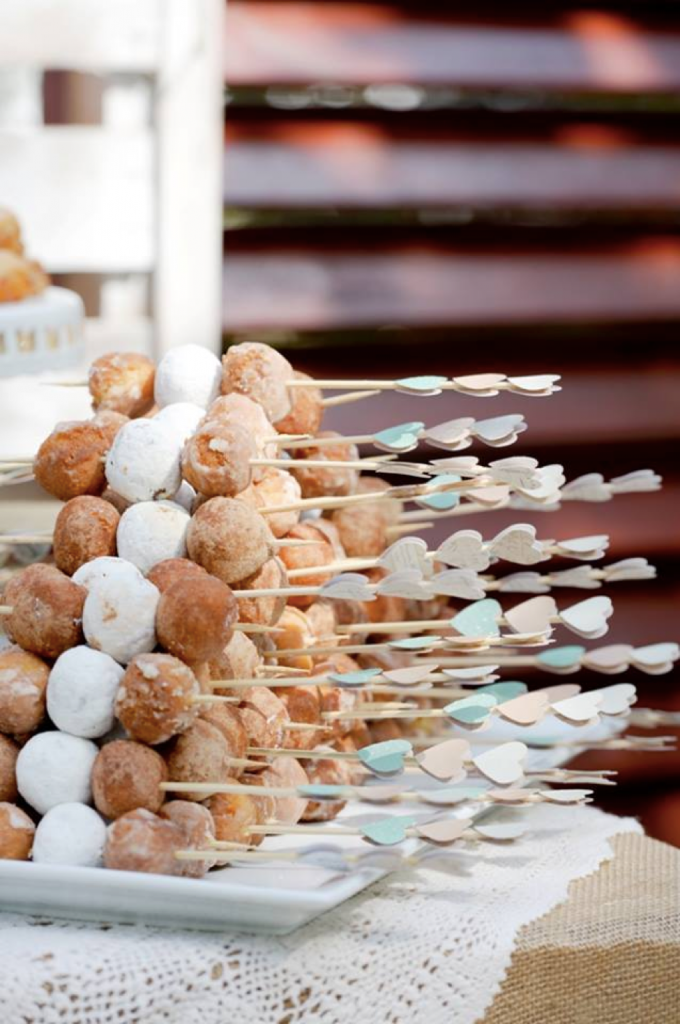 donut-hole-skewers_doughnut-wedding-ideas
