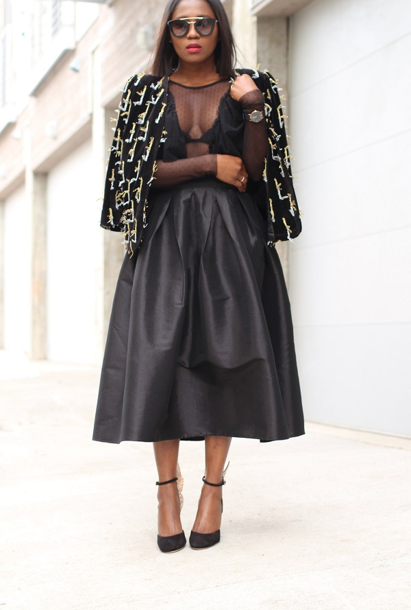 all-balck-nye-guest-outfit