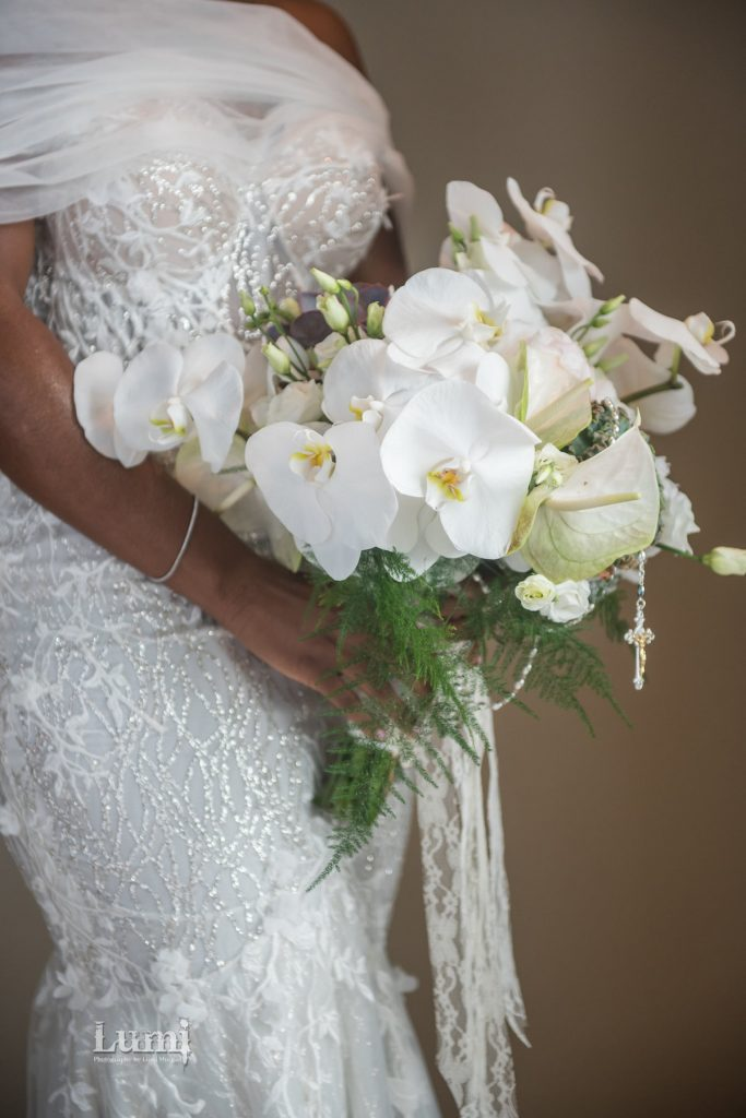 bouquet with rosary - aralia by nature