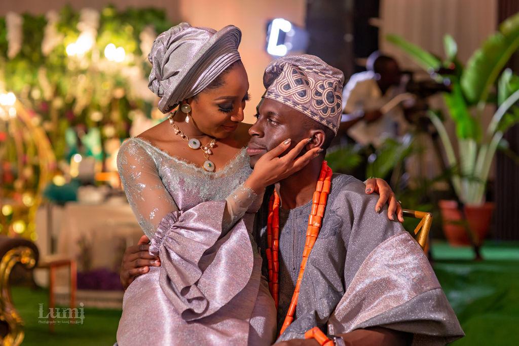 Traditional Yoruba Couple in Aso Oke in traditional nigerian wedding in lagos