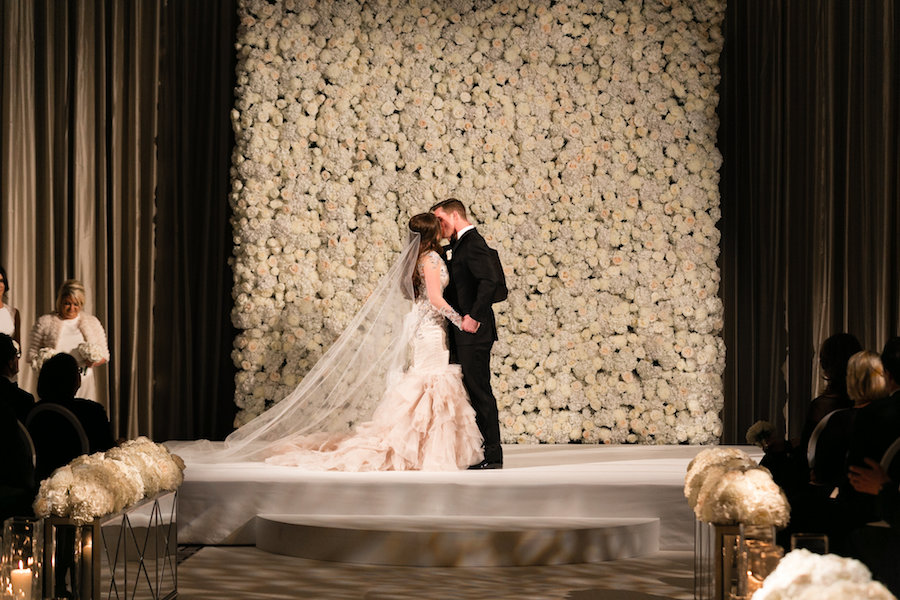 the langham hotel in chicago - with luxe amenities and amazing downtown location, the langham chicago hotel is the perfête wedding destination and venue for your chicago wedding