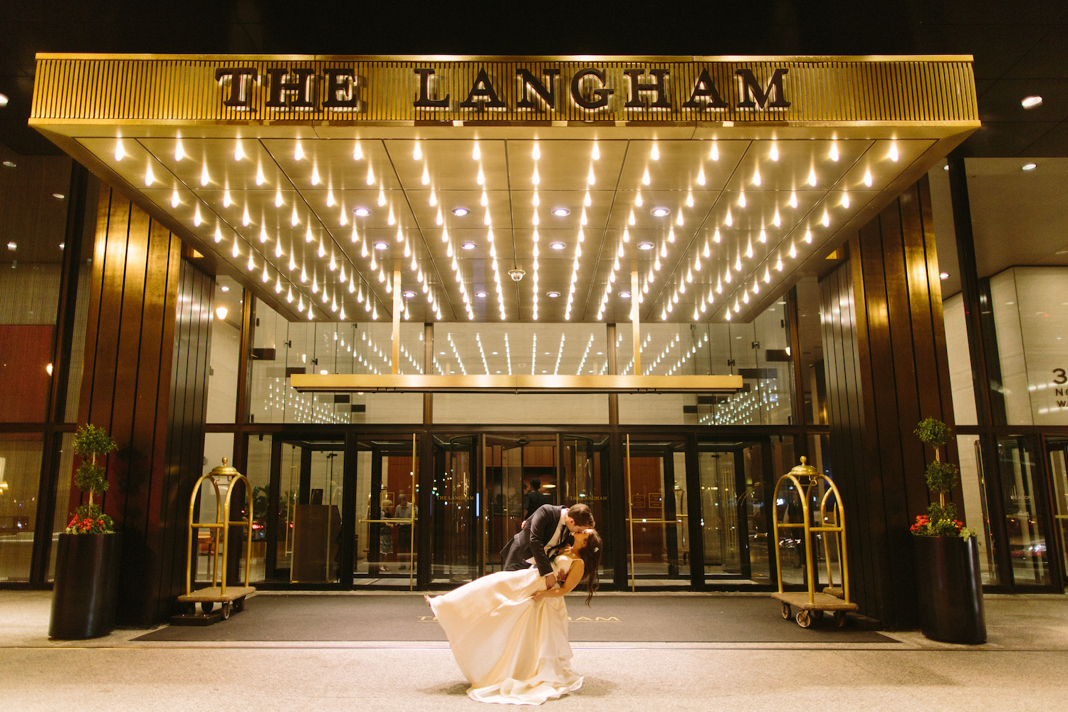 the langham hotel in chicago - with luxe amenities and amazing downtown location, the langham chicago is the perfête wedding destination and venue for your chicago wedding