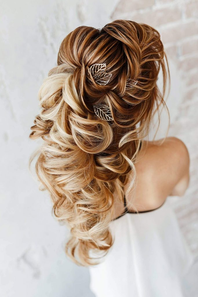 curly bridal hairstyle for wedding